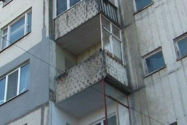 Ребенок сбросил с балкона..