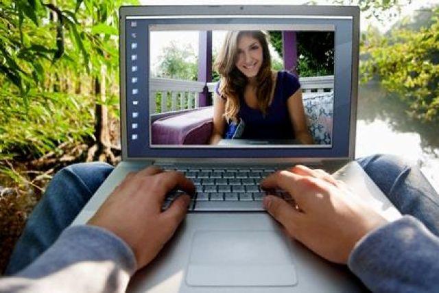 старушки общаются по вебкамере-мм2