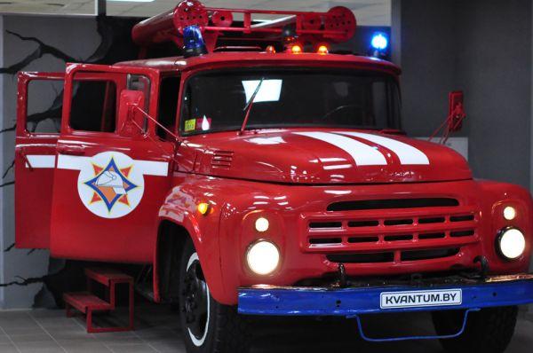 На данный момент в музее, площадью в 1 тысячи кв.м., размещено порядка 200 экспонатов. Каждый из них был изготовлен по заказу и является по-своему уникальным, как и пожарная машина – самый большой и необычный элемент интерьера.