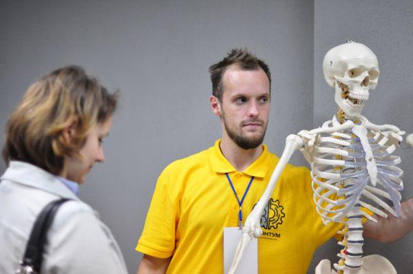 «У каждого посетителя есть возможность дотронуться, покрутить или поиграть с экспонатом» - рассказывает сотрудник музея Павел.