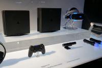 PlayStation 4 Slim (слева) и PlayStation 4 Pro (справа).