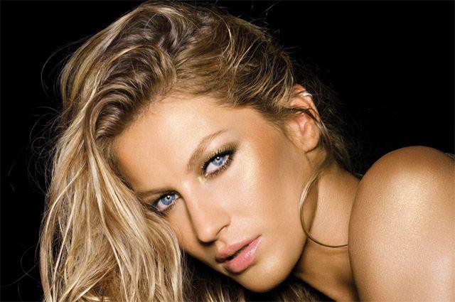 На первом месте списка Forbes расположилась бразильская модель Жизель Бюндхен.