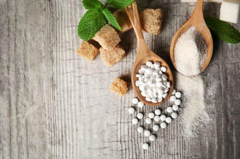 Сахарозаменители. Продукты «без сахара», но с сахарозаменителями долгое время рекламировались как диетические и низкокалорийные. Тем не менее, сахарозаменители – это нездоровая еда. Последние исследования показали, что они могут спровоцировать набор веса, проблемы с почками и даже диабет.