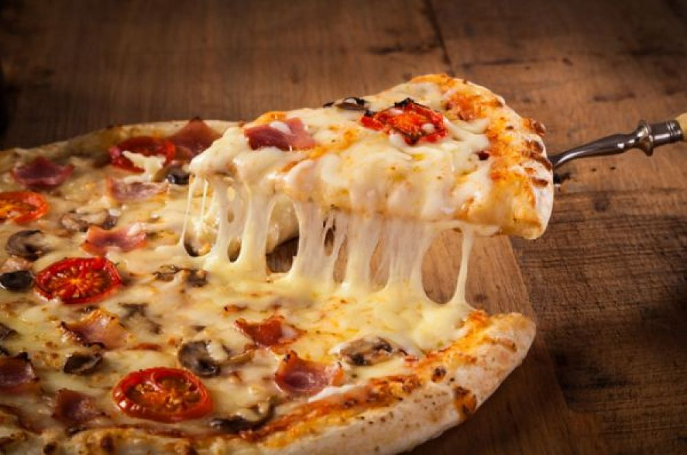 Замороженная пицца. И опять мы встречаем набор из трансжиров, сахаров, консервантов и увкуснителей. Все это ведет к ожирению.