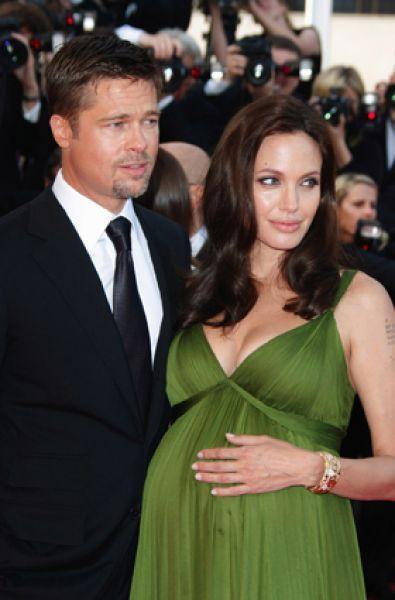 А уже в феврале 2008 года стало очевидным, что Джоли вновь беременна — на этот раз близнецами.