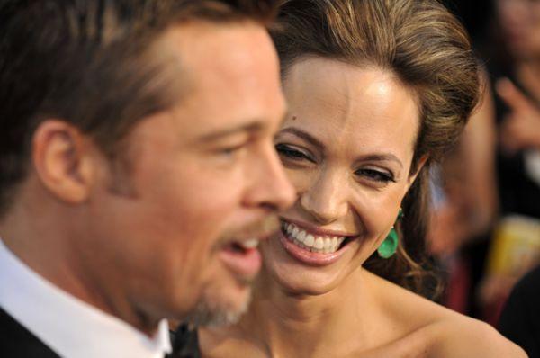 Все это время не утихали разговоры о свадьбе, которая за годы совместной жизни Джоли и Питта превратилась в самое ожидаемое светское событие.
