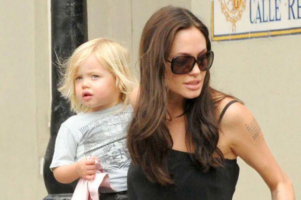 Дочка Шайло Нувель родилась 27 мая 2006 года в Намибии. Первые фотографии девочки Питт и Джоли продали журналам People и Hello за 10 миллионов долларов. Все деньги были отправлены на благотворительность, в фонды, занимающиеся проблемами детей в развивающихся странах мира.