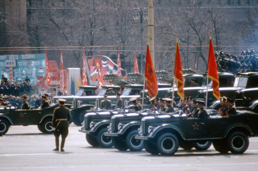 Парад военной техники на 1-е мая 1964 года.