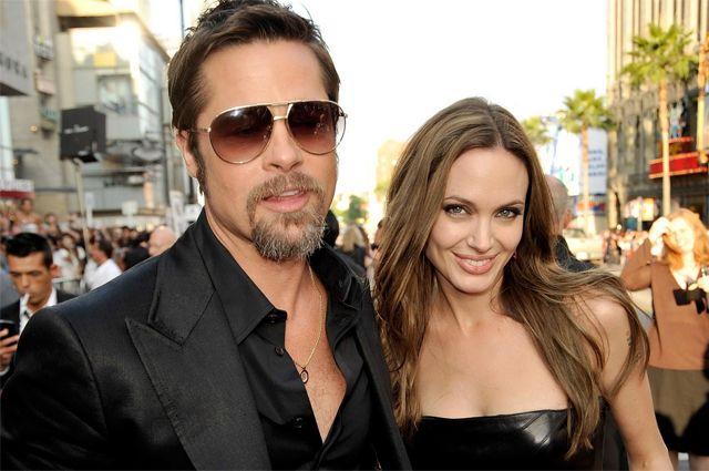 Брэд Питт и Анджелина Джоли на премьере фильма «Бесславные ублюдки».