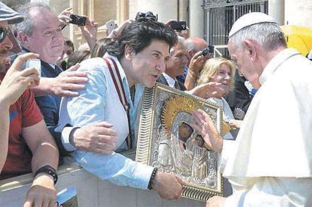 В Ватикане Авраам Руссо встретился с Папой Римским и получил его благословление.