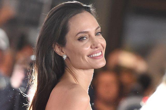 Джоли арендовала дом вМалибу для себя идетей