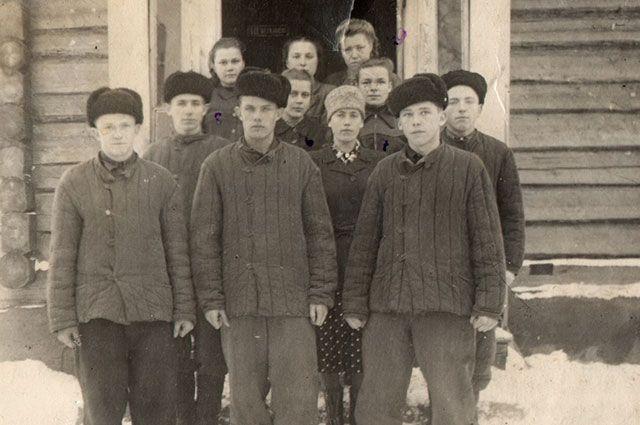 Выпускники Березковской средней школы Докшицкого (бывшего Бегомльского) района, 1952-1953 годы.