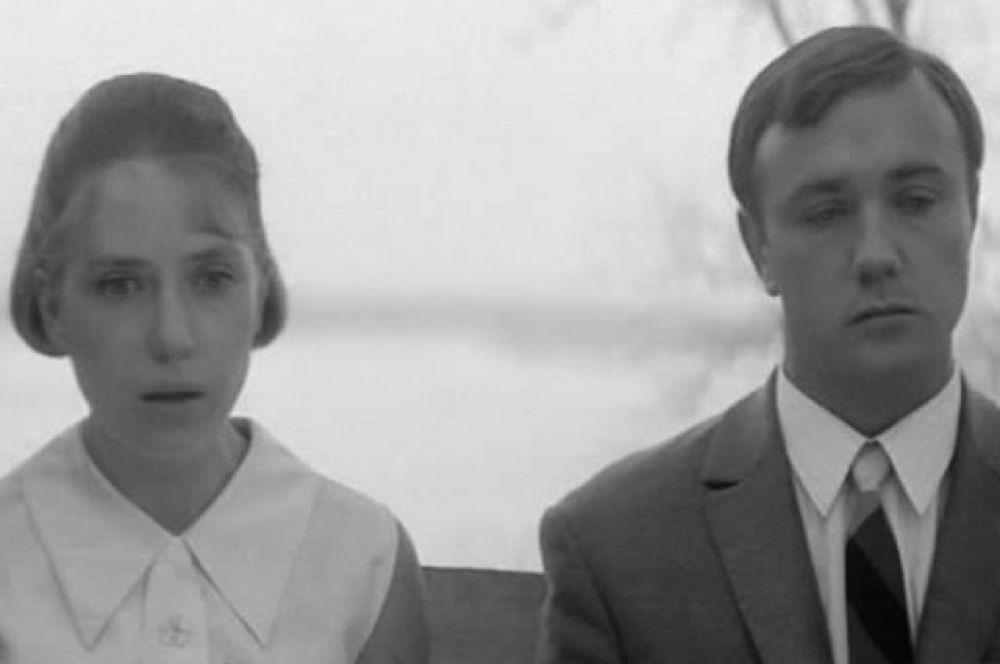 В драме Глеба Панфилова «Начало» (1970 г.) Леонид Куравлев сыграл возлюбленного героини Инны Чуриковой (Паши Строгановой).