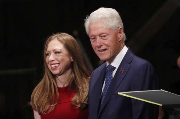 Билл Клинтон и дочь Челси Виктория Клинтон.