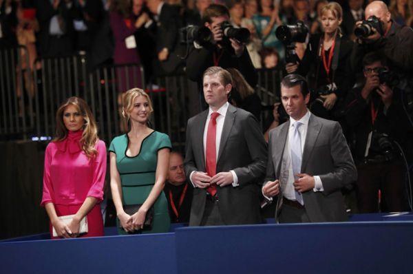 Меланья Трамп и дети Дональда Трампа: дочь Иванка и сыновья Эрик и Дональд Трамп-младший.