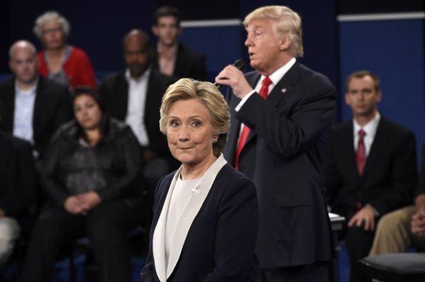 В то время как Хиллари Клинтон раз за разом пыталась задеть его неудобными темами.