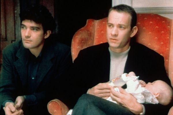 Все в том же 1993 году Хэнкс сыграл умирающего от СПИДа гомосексуалиста в драме «Филадельфия» . Роль принесла актёру первую премию «Оскар».