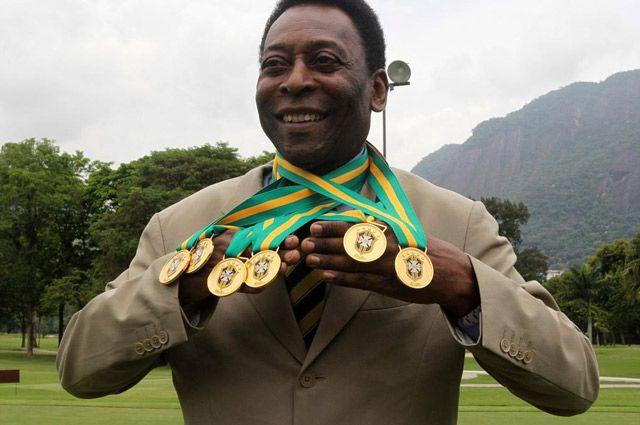 Легендарный Пеле продал свои медали и трофеи за 4,4 млн евро. Специалисты считают - практически за бесценок.