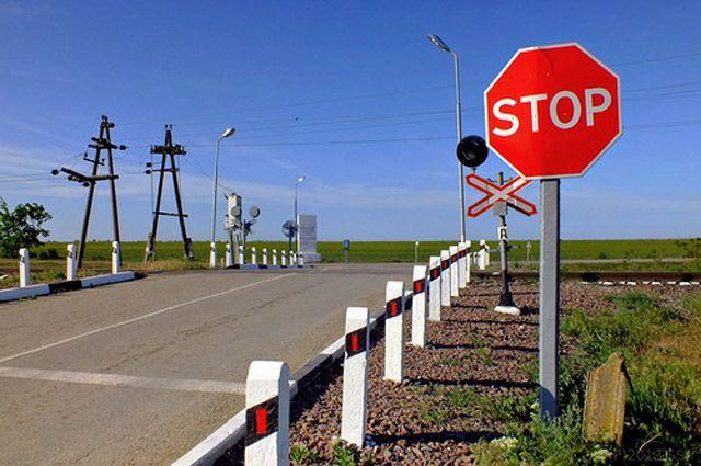 Сигнал остановки поезда - круговые движения рукой.