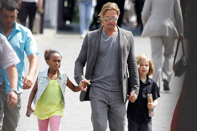 Джоли иПитт договорились обусловиях опекунства над детьми
