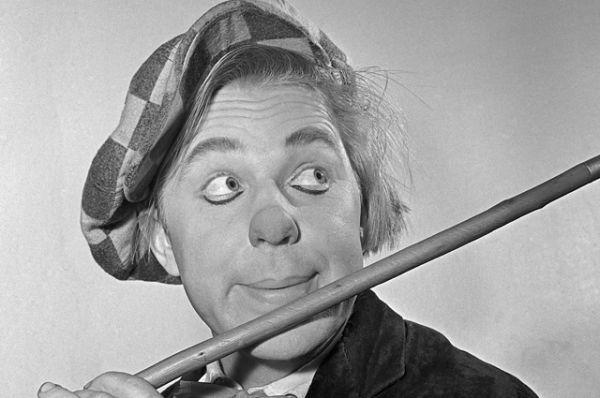 Эквилибрист, жонглер, музыкальный эксцентрик, дрессировщик, клоун Олег Попов. 1960 год.