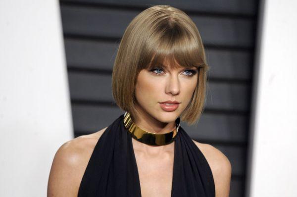 1 место. Рейтинг возглавила Тейлор Свифт, заработавшая в 2016 году 170 млн долларов. По данным журнала, основной доход певице принес концертный тур «1989». Свифт, кроме своей основной деятельности, также снимается в рекламе обуви Keds, диетической газировки и продукции Apple.
