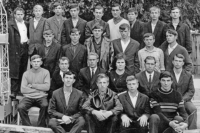 1-й выпуск помощников бурильщиков Речицкого технического училища нефтяников №86, учебный год 1966-1967.