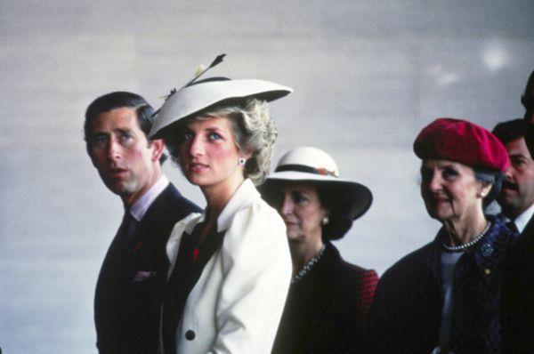 А также поговаривают, что в 1996 году Трамп пытался добиться расположения принцессы Дианы после ее развода с принцем Чарльзом.