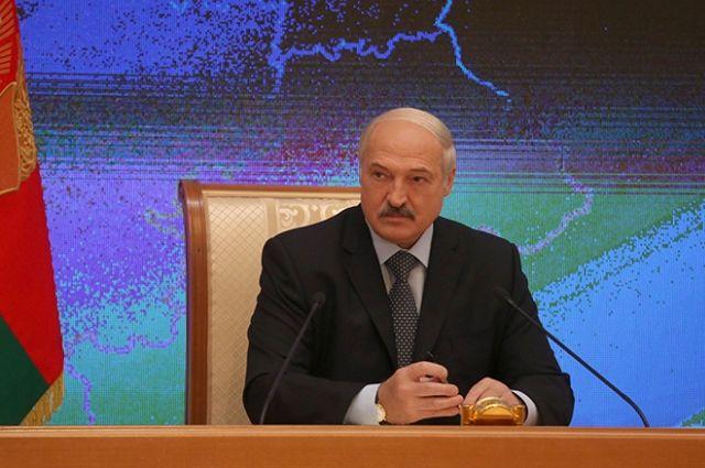 Лукашенко поведал одвояких чувствах при виде белоруса сфлагомРФ