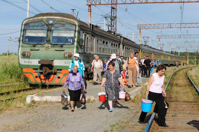 Пенсионеры РФ могут ездить на дачу за полцены, но только с белорусским удостоверением.