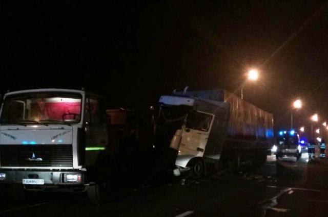 ВМинске ночью фура столкнулась савтомобилями дорожной службы, умер рабочий