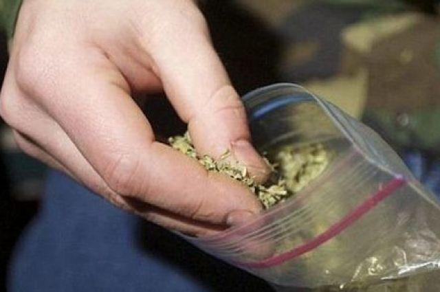 В интернет-кафе Курска задержали мужчину с марихуаной