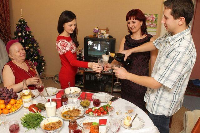 Дешевле всего отметить Новый Год дома или у друзей