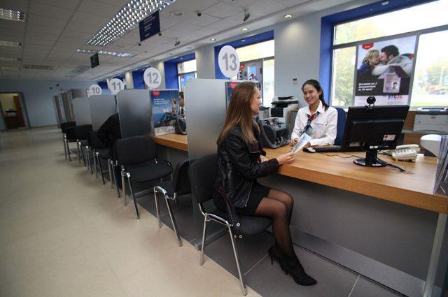 Население тоже формирует объем спроса и предложения рубля.