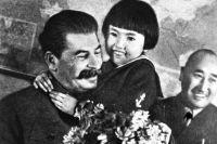 После фото с Гелей Сталина стали называть «друг детей».