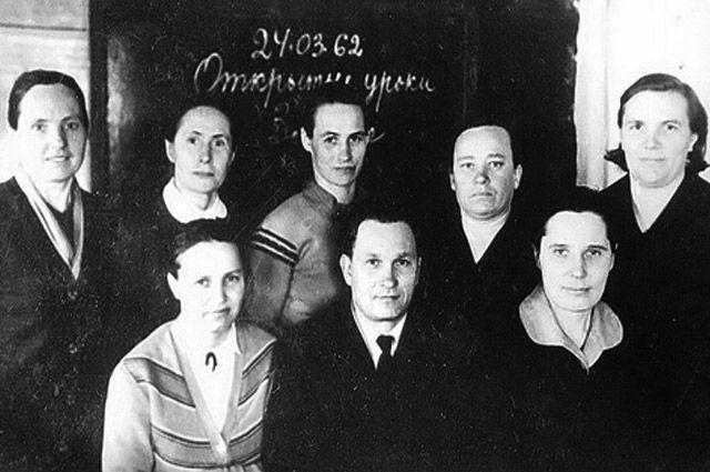 Группа сельских учителей начальных школ Пышнянского сельсовета, 1962 год.