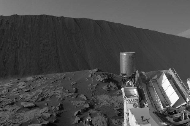 Поверхность Марса, снимок марсохода Curiosity (NASA).