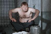 Евгений Леонов исполнил в фильме сразу две роли: заведующего детсадом Евгений Трошкина и бандита по кличке «Доцент».