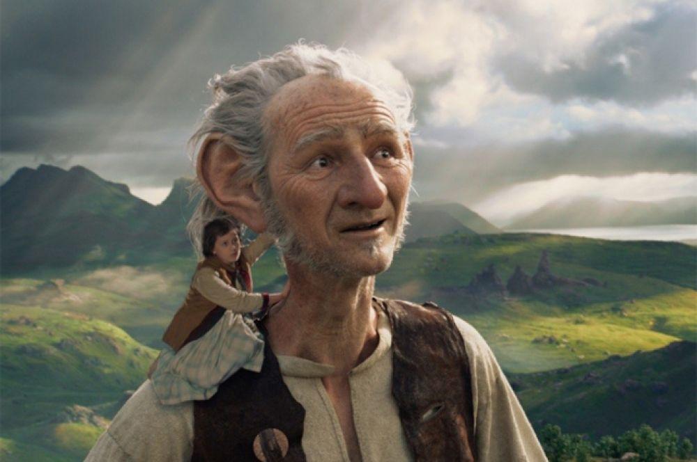 Чтобы оживить волшебный мир великанов в экранизации детской сказки Роальда Даля «Большой и добрый великан», Стивен Спилберг заручился поддержкой сразу двух ведущих студий, специализирующихся на создании визуальных эффектов:  Weta Digital и Industrial Light & Magic (ILM).