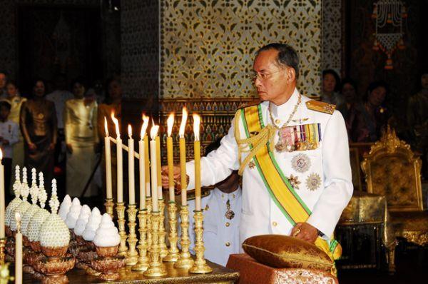 13 октября на 89-м году жизни скончался самый долгоправящий монарх в современной истории король Таиланда Пхумипон Адульядет.
