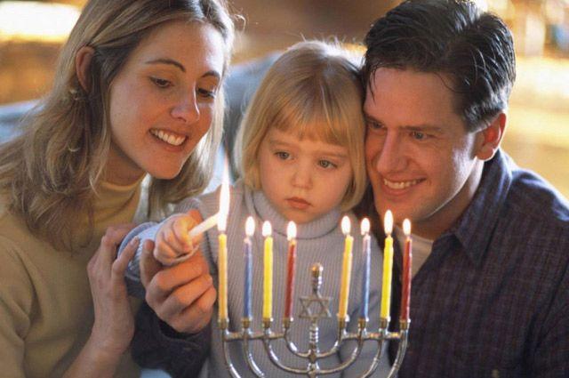 «Желаю всем, чтобы свет ханукальных светильников помог нам убедиться в провидении Творца».