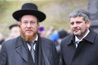 Раввин минской еврейской общины «Бейс Исроэль» рав Михоэль Гохберг (слева) и ее председатель Довид Старобинский (справа).