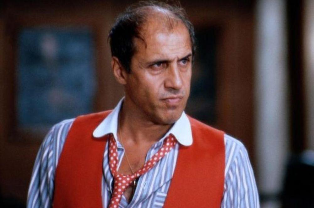 Последней успешной киноработой Адриана Челентано стала роль адвоката в картине «Ворчун» (1986 г.). В следующий и последний раз актер появился на киноэкранах лишь спустя 6 лет в комедии «Джекпот», которую не оценили ни критики, ни зрители и которая провалилась в прокате.