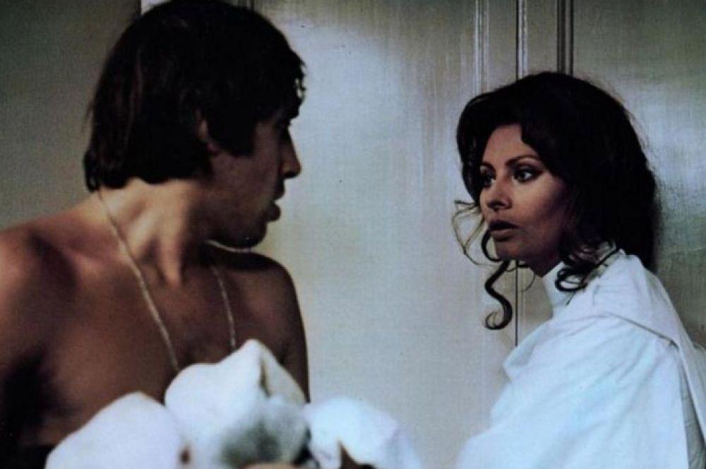После успеха «Серафино» актера стали приглашать на главные роли известные итальянские режиссеры. Так, в 1972 году Челентано снялся вместе с Софи Лорен в драме «Белый, красный и…» режиссера Альберто Латтуада.