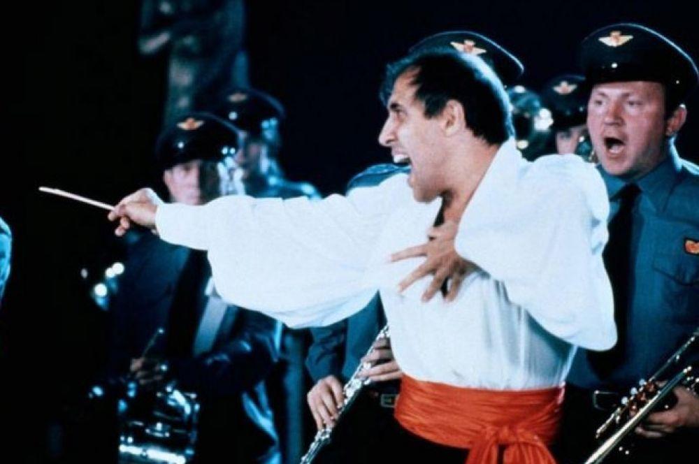 и еще одна мелодрама «Безумно влюблённый» (1981 г.), в которой Челентано также снялся вместе с Мути.