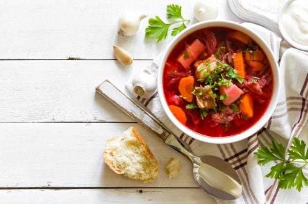 Суп. Борщ, щи, солянка - пришло время наваристых зимних супов. Горячая еда и согревает и насыщает. Лучше всего варить такой суп на жирном мясе – в морозы именно такая пища хорошо согревает организм.