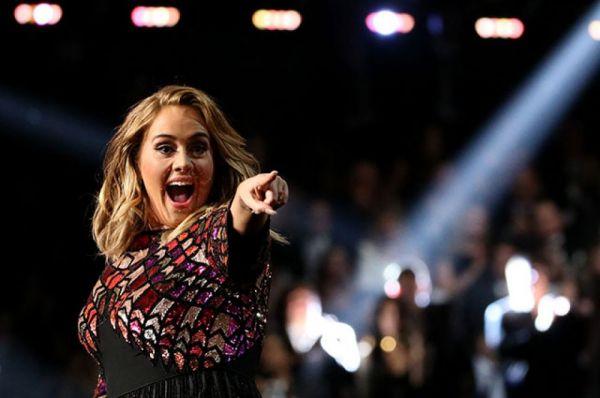 Адель победила в трёх престижных номинациях — «Песня года», «Запись года» (обе за песню Hello) и «Альбом года» (25). Также певица удостоилась наград за «Лучшее сольное поп-исполнение» (Hello) и «Лучший вокальный поп-альбом» (25). Таким образом, певица победила во всех пяти номинациях, в которых участвовала.