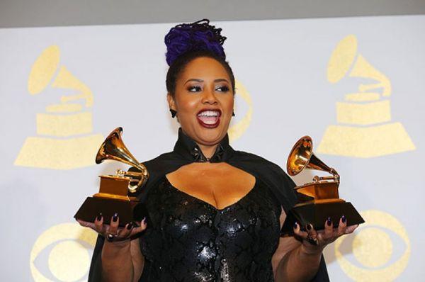 Певица Лала Хатауэй (Lalah Hathaway) победила в номинациях «Лучший R&B-альбом» (Lalah Hathaway Live) и «Лучшее традиционное R&B-исполнение» (песня Angel).