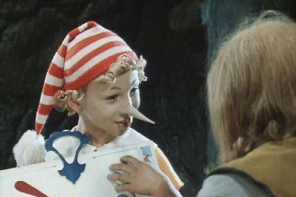 Двумя годами позже по мотивам сказки Алексея Толстого была снята лента «Приключения Буратино». Деревянного мальчика в нём сыграл Дима Иосифов. Для 10-летнего актёра это была дебютная работа в кино.