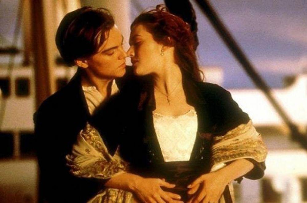 1 место – поцелуй Леонардо Ди Каприо и Кейт Уинслет на палубе «Титаника».
